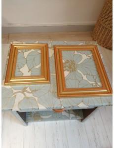 Lot 2 tables de chevet et 2 tableaux fleurs bleues