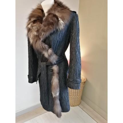 Manteau noir gauffré tour de col fourrure