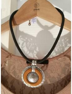 Collier médaillon métal argent et marron