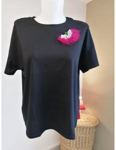 Tee shirt noir broche perles et plume