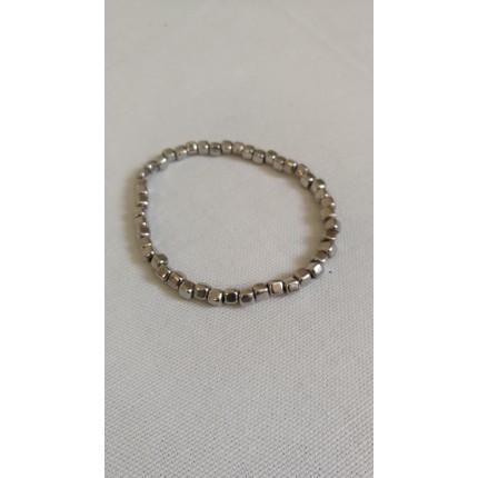 Bracelet petites pierres carrées