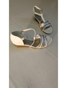Sandales brides blanc et argent